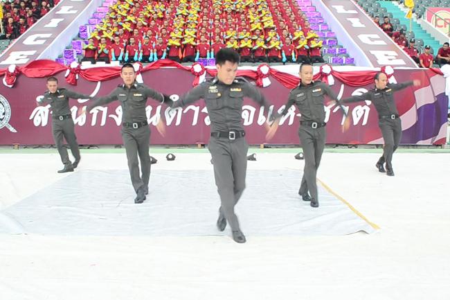 five thai policemen breakdancing skills