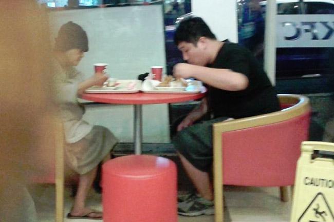 Korean guy pays homeless meal