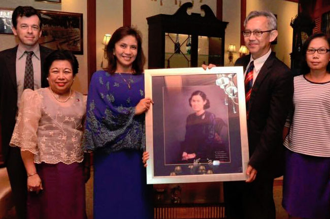 VP Leni receives Outstanding Woman Award in Thailand 2