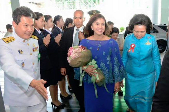 VP Leni receives Outstanding Woman Award in Thailand 3