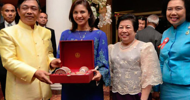 VP Leni receives Outstanding Woman Award in Thailand 4