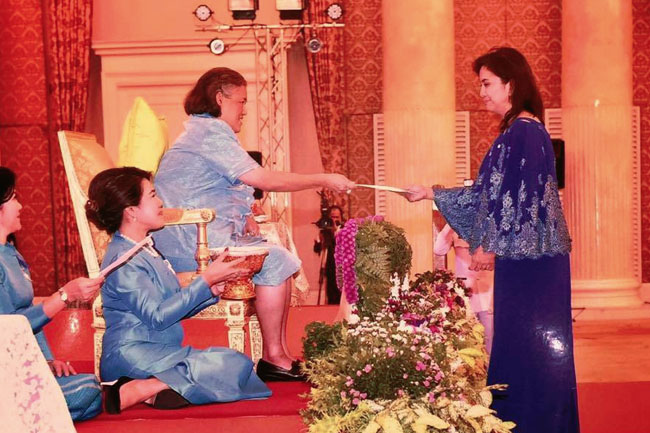 VP Leni receives Outstanding Woman Award in Thailand