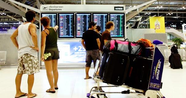 suvarnabhumi airport traveling bag
